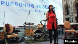 Armenia - The Prosperous Armenia Party's mayoral candidate Naira Zohrabian speaks at an election campaign rally in Yerevan, 21 September 2018.