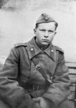 Хто зь беларускіх пісьменьнікаў і паэтаў служыў у польскім войску падчас нападу Нямеччыны на Польшчу?
