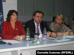 Sandie Blanchet (stânga), Valentin Crudu, Stela Grigoraş