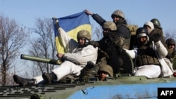 Украинские военные, вышедшие из Дебальцева
