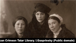 Cevaire dostlarınen beraber Qırım pedagogika universitetinde oquğanda
