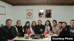 2014-2015 уку елында Мәвлана программасы белән берәр семестр Төркия университетларында укып кайткан КФУ студентлары (КФУ фотосы)