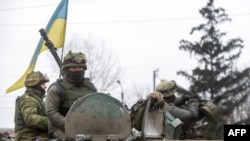 Украинские военнослужащие в Дебальцеве