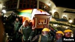 تابوت موگابه از فرودگاه به منزلش منتقل شد