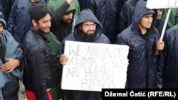 Протест на мигрантите во кампот Липа