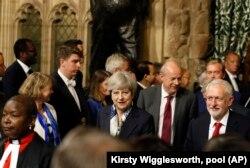 Theresa May și Jeremy Corbyn, în Parlamentul de pe malul Tamisei