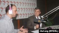 (راست) عبدالولی مدقق معاون ادارهء ملی محیط زیست افغانستان، (چپ) سید فتح محمد بها خبرنگار رادیو آزادی