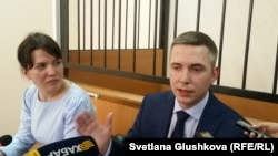 Адвокаты Теймура Ахмедова Наталья Кононенко и Виталий Кузнецов. Астана, 27 марта 2017 года.