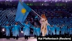 Пхенчхан олимпиадасының ашылу салтанатында Қазақстан туын шорт-трекші Абзал Ажғалиев ұстап шықты. 9 ақпан 2018 жыл.