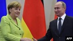 Germaniýanyň kansleri Angela Merkel rus prezidenti Wladimir Putin bilen. 2-nji maý, 2017 ý.