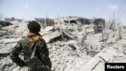 Йемен астанасы Санадағы бомбалаудан кейінгі көрініс. (Көрнекі сурет).