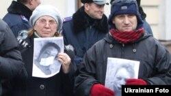 Активісти пікетують МВС, 25 грудня 2013 року