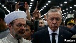 Türkiyə prezidenti Erdoğan və hökumətin dini işlər üzrə müvəkkili Mehmet Görmez