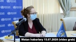 Кетрин Смолвуд од мисијата на СЗО за време на посетата на Туркменистан