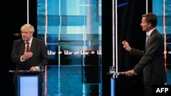 Boris Johnson və Jeremy Hunt (sağda) teledebatda