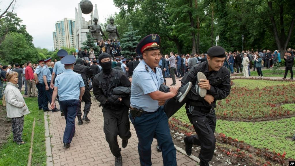 Задержания в день выборов в Алматы. 9 июня 2019 года.
