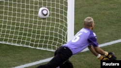 Чемпионат мира по футболу. Мяч в воротах сборной Алжира