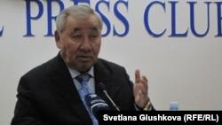 Оралбай Абдыкаримов, руководитель новой общественной организации «Жанару». Астана, 31 января 2014 года.
