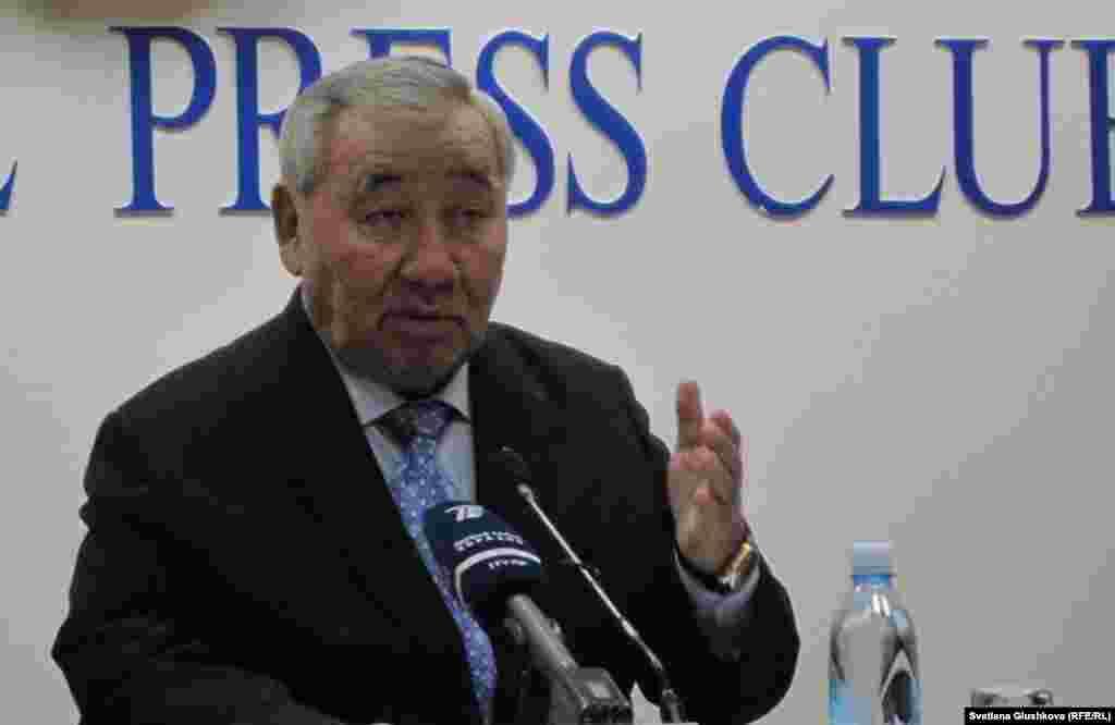 31 января один из близких соратников президента Казахстана, Оралбай Абдыкаримов, объявил о создании Общенационального движения против коррупции «Жанару».Абдыкаримов говорит, что новую организацию образовали неравнодушные граждане, у которых «коррупция сидит в печенках» и работать активисты намерены бесплатно.