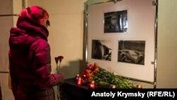 Покладання квітів у Сімферополі, Крим, 12 лютого 2018 рік