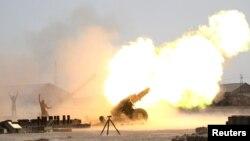 Ирак үкімет әскері мен шиит жасақтары Фаллуджадағы ИМ шептерін артиллериядан атқылап жатыр. Ирак, 1 маусым 2016 жыл.