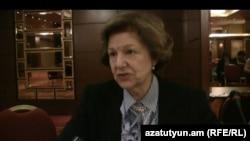 Bարոնուհի Էմմա Նիքոլսոնը հարցազրույց է տալիս «Ազատություն» ռադիոկայանին: