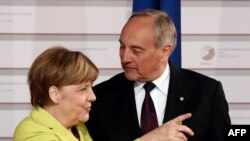 Ангела Меркел Латвиянын президенти менен. Рига, 21-май, 2015-жыл