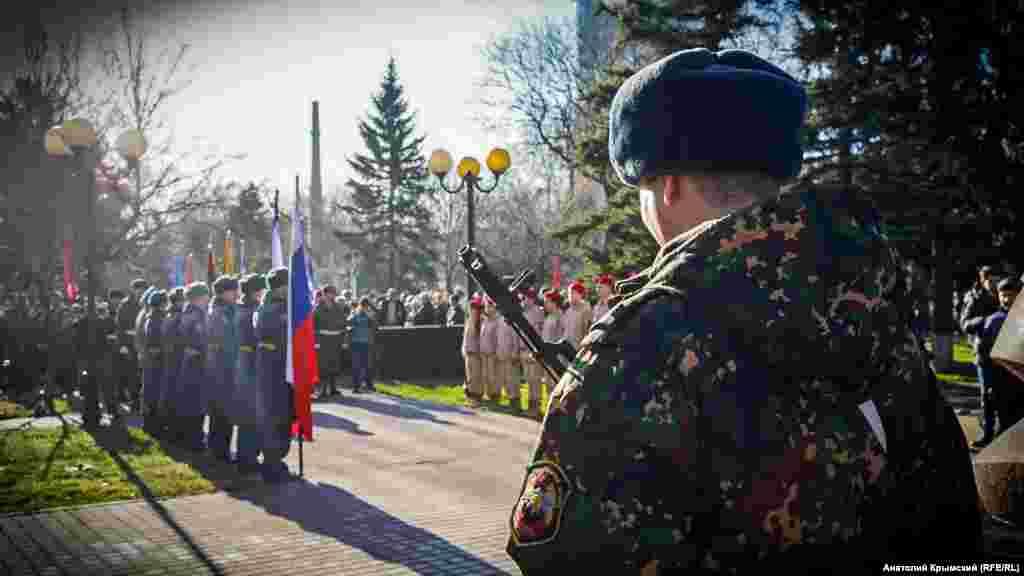 Возложения цветов у мемориала крымчанам, погибшим в Афганистане