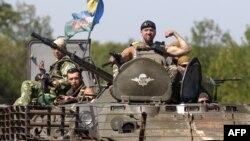 Қарулы жікшілдерге қарсы операцияға қатысушы Украинаның әскери күштері. Донецк облысы, 9 тамыз 2014 жыл.