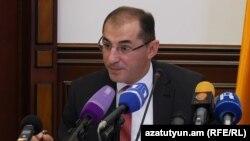 Министр финансов Вардан Арамян, Ереван, 4 октября 2016 г.