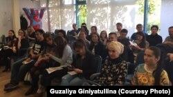 Европа татар яшьләре форумында катнашучылар