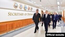 Москва вважає, що США сприяли зміні влади в Україні у 2014 році й тепер загрожують владі Росії – звіт Пентагона