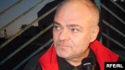 Эммануил Зельцер түрмөдөн чыгышы менен журналисттердин суроолоруна жооп берди. 30-июль, 2009
