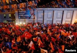 АК партиянын тарапкерлери. Стамбул, 24-июнь, 2018-жыл.