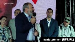 Премьер-министр Армении Никол Пашинян выступает на предвыборном митинге блока «Мой шаг», Ереван, 19 сентября 2018 г.