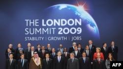 Групове фото світових лідерів, які зібрались на саміт G-20 («Група 20-ти») у Лондоні, 2 квітня 2009 р.