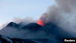 Извержение вулкана. Иллюстративное фото.
