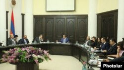 Armenia - Prime Minister Hovik Abrahamian chairs the first session of his government's new Anti-Corruption Council, 28 July, 2015.