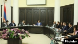 Armenia - Prime Minister Hovik Abrahamian chairs the first meeting of the Armenian government's new anti-corruption council, Yerevan, 28Jul2015