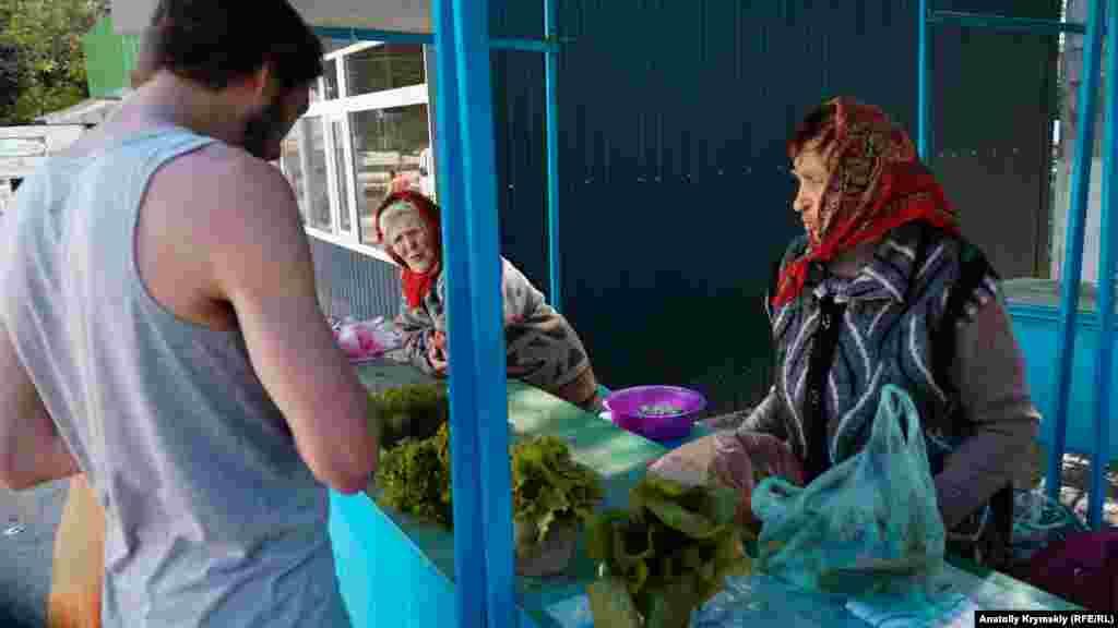 На сельском рынке изобилия продуктов не наблюдается