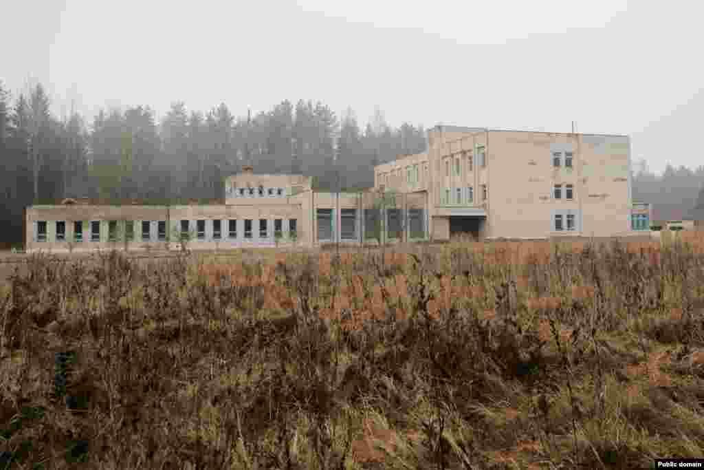 Закінуты будынак на тэрыторыі вайсковай базы