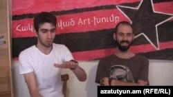 Члены арт-группы «Контрудар» Артак Геворкян и Герберт Геворкян, Ереван, 11 августа 2015 г.
