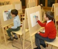 Children studying art at Moscow's Pushkin Museum of Fine Art (RFE/RL)