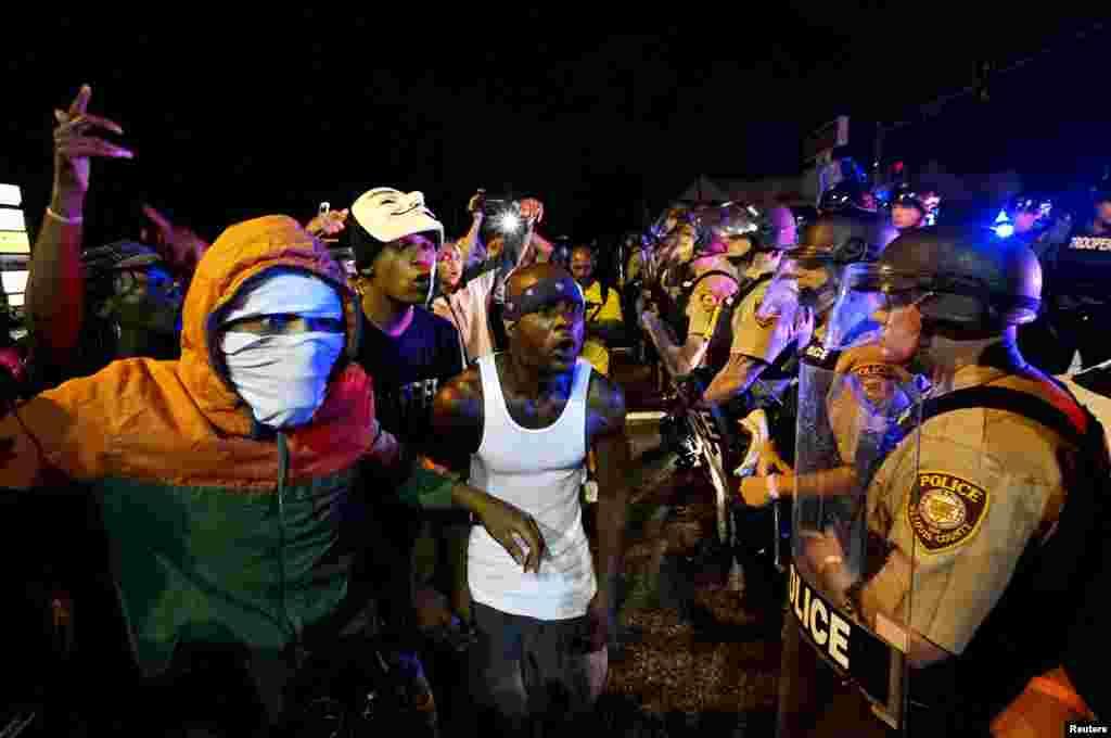 За інформацією Reuters, під час мирної ходи в Нью-Йорку ближче до вечора почалася стрілянина, поліцейські у відповідь теж відкрили вогонь