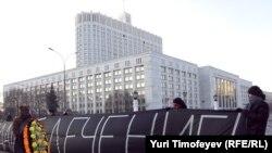 Несанкционированная акция ВИЧ инфицированный у здания правительства РФ