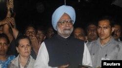 Прем'єр-міністр Індії Манмоган Сінґх (у центрі)