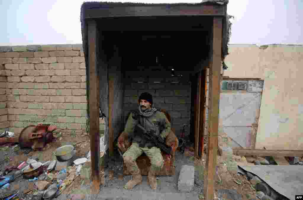 A member of the Iraqi pro-government forces rests as they patrol the eastern part of the embattled Iraqi city of Mosul during the ongoing military operation against Islamic State (IS) extremists. (AFP/Ahmad al-Rubaye)