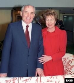 Михайло Горбачов з дружиною Раїсою, грудень 1989 року