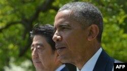 Президент США Барак Обама выступает на совместной пресс-конференции с премьер-министром Японии Синдзо Абе в Розовом саду Белого дома в Вашингтоне 28 апреля 2015 года