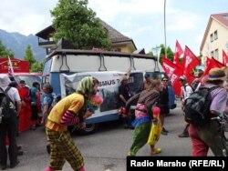 Германи - Саммит G7 йоьдуче гулбеллачу антиглобалистийн протест, 08Ман2015